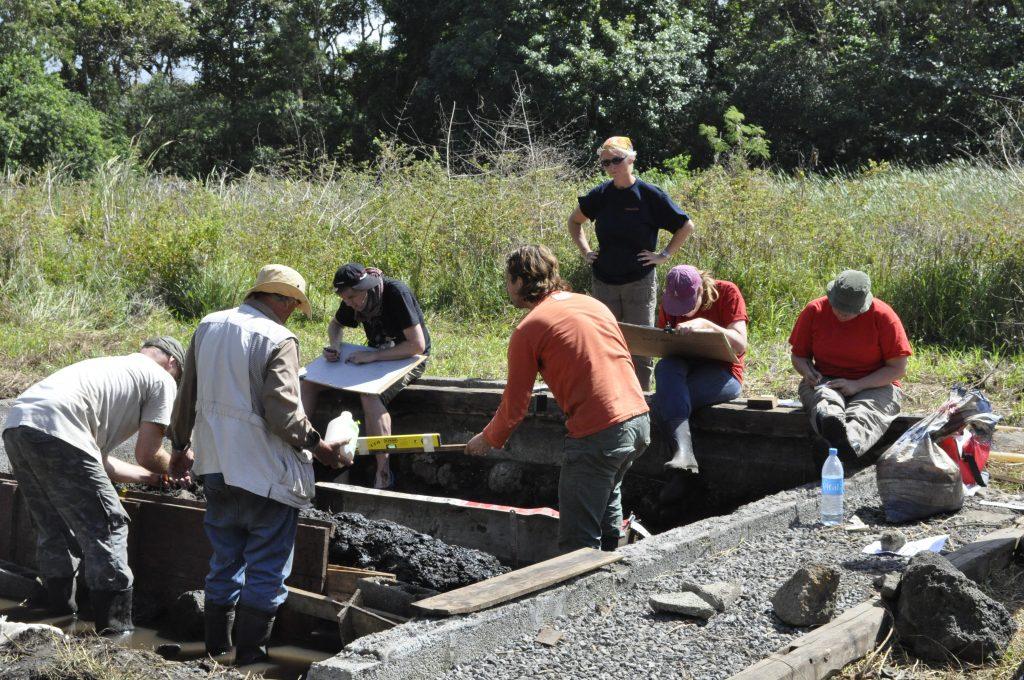 Onderzoekers aan het werk bij de opgraving op Mauritius