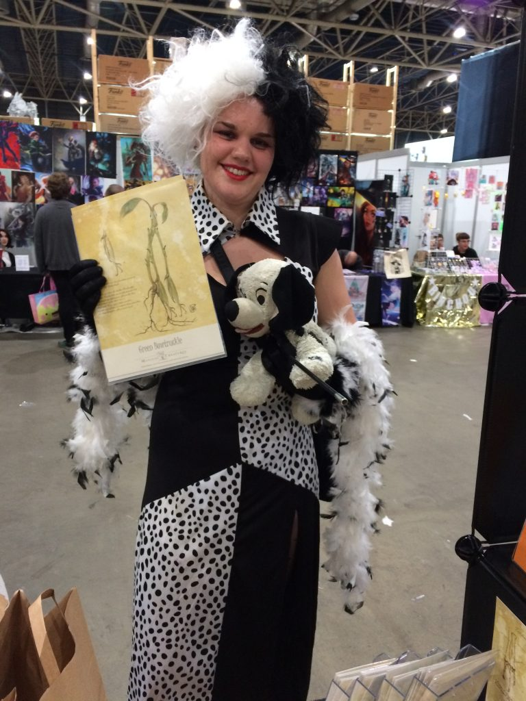 Comic-con Cruella DeVille met artwork van Irene Berbée