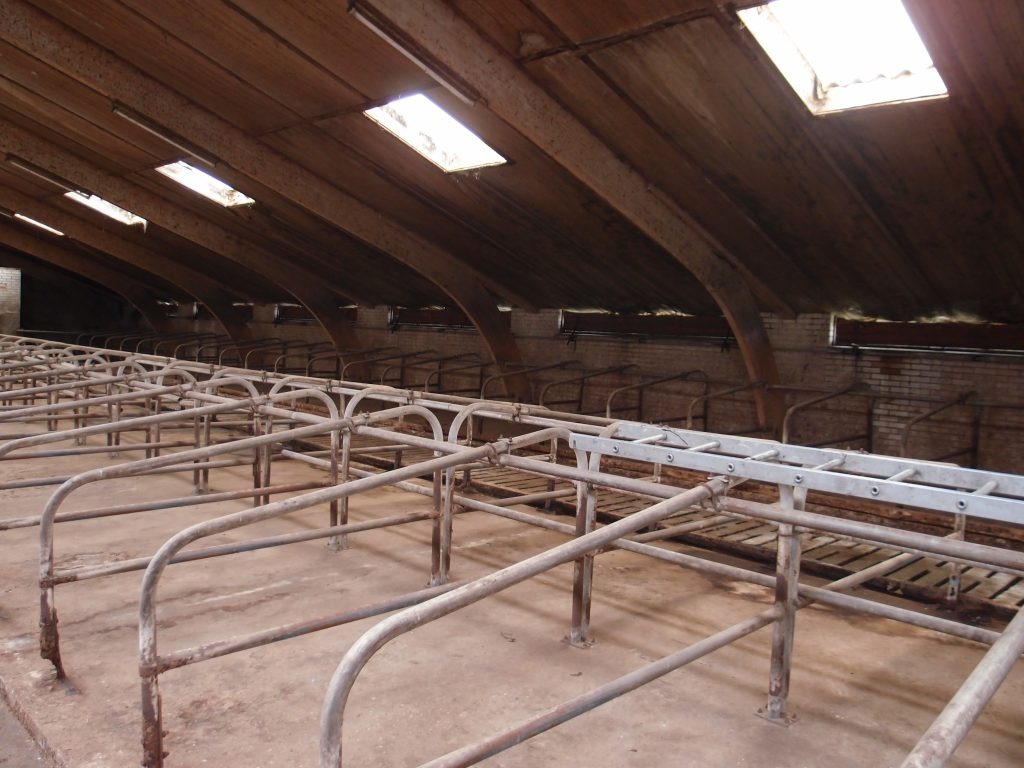 Herenboerderij Leimuiden interieur van de stal